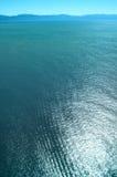 Parasailing sobre el Océano Pacífico foto de archivo libre de regalías