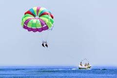 parasailing wakacje Obrazy Stock