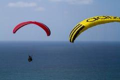 Parasails sobre o oceano Fotografia de Stock