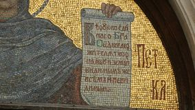Parascheva del mosaico de Balcanes en Alexander Nevsky Cathedral en Sofía, santo almacen de metraje de vídeo