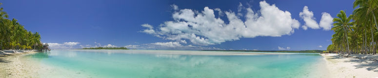 Paraíso ideal tropical de la playa panorámico Imágenes de archivo libres de regalías