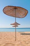 Parasol de playa de madera Imagen de archivo libre de regalías