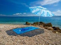 Parasol en la playa Foto de archivo