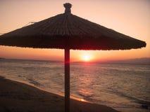 Parasol en una playa Foto de archivo libre de regalías
