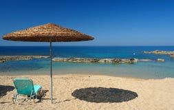 Parasol in het strand van Cyprus Stock Fotografie