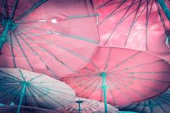 Parasol i jesteśmy plażowi Zdjęcie Royalty Free