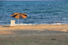 Parasol i plażowy krzesło  Obrazy Royalty Free