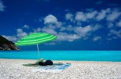 Parasol na plaży w Kefalonia Zdjęcie Royalty Free