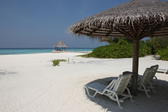 Parasol op het strand van de Maldiven Royalty-vrije Stock Fotografie