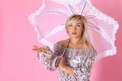 parasol pod kobietą Zdjęcia Royalty Free