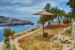 Parasol przy Limnionas plaży zatoką w Zakynthos wyspie, Grecja Zdjęcia Stock