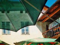 parasol Skuggigt kafé arkivfoton