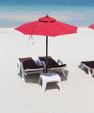 Parasol and sunbeds on the sea Royalty Free Stock Photography