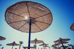 Parasol sur la plage Photo stock
