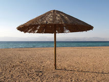 Parasol sur la plage de la Jordanie Photo stock