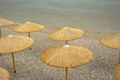 Parasole na morze plaży zdjęcia royalty free