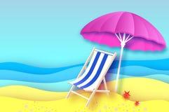 Parasole rosa - l'ombrello in carta ha tagliato lo stile Chaise longue blu Mare e spiaggia di origami Vacanza e concetto di viagg Fotografia Stock Libera da Diritti