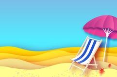 Parasole rosa - l'ombrello in carta ha tagliato lo stile Chaise longue blu Mare e spiaggia di origami Vacanza e concetto di viagg Immagini Stock Libere da Diritti