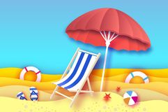 Parasole rosso - l'ombrello in carta ha tagliato lo stile Chaise longue blu Mare e spiaggia di origami Partita a baseball di spor Fotografia Stock Libera da Diritti
