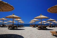 Parasoles de la playa Imagenes de archivo