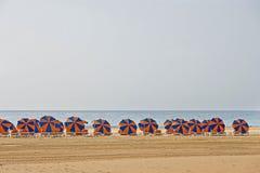 Parasoles de playa Imágenes de archivo libres de regalías