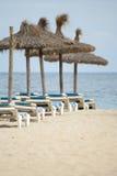 Parasoles de playa Fotos de archivo