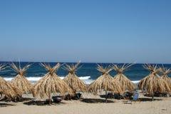 Parasoles de playa de lámina Foto de archivo