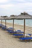 Parasoles de playa de la hierba Fotos de archivo libres de regalías