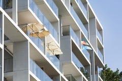 Parasoles en el balcón Fotos de archivo libres de regalías