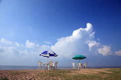 Parasoli alla spiaggia Fotografie Stock
