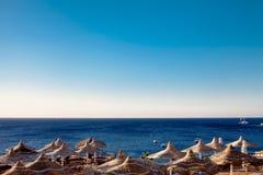 Parasoli in mare il Mar Rosso Fotografie Stock Libere da Diritti
