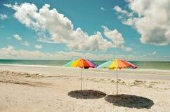 2 parasolki plaży Zdjęcia Stock