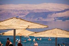 parasoller för dött hav för strand Royaltyfri Foto