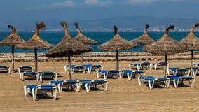Parasoller på stranden Arkivbild