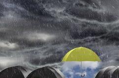 Parasolowy czyści Dżdżystego niebo zdjęcie royalty free