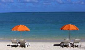 Parasols sur la plage de Mont-Choisy, île des Îles Maurice Images libres de droits