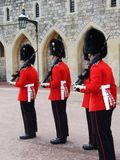 Parata dei soldati dalla guardia della regina immagine stock