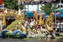 Parata del festival di Bua dello sfregamento (Lotus Throwing Festival) in Tailandia Immagine Stock