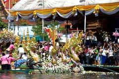 Parata del festival di Bua dello sfregamento (Lotus Throwing Festival) in Tailandia Fotografia Stock Libera da Diritti