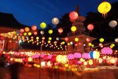 Parata della lanterna del compleanno di Buddha Fotografia Stock