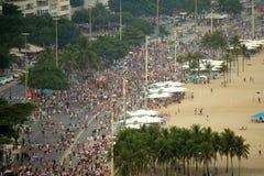 Parata della via di carnevale a Copacabana Immagini Stock Libere da Diritti