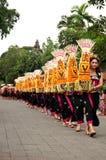 Parata delle ragazze di balinese in vestito tradizionale Fotografia Stock Libera da Diritti