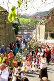 Parata di carnevale del villaggio. Immagine Stock