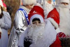 Parata di gelo del padre e delle ragazze della neve Fotografia Stock