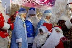 Parata di gelo del padre e delle ragazze della neve Immagini Stock