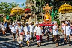 Parata di giorno di Nyepi e di Ogoh-ogoh Immagine Stock