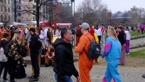 Parata di Karneval o di carnevale nella città centrale della via di Cologne/Köln karneval archivi video