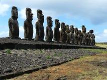 Parata di Moai sull'isola di pasqua, Cile fotografia stock