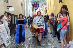 Parata medievale della via Fotografie Stock
