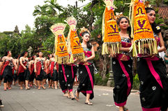 Parata tradizionale della donna di balinese a Ubud Immagine Stock Libera da Diritti